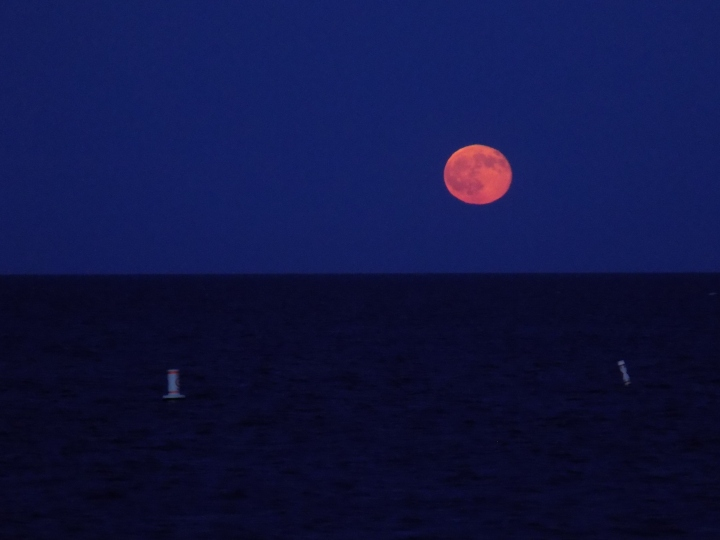 070917 Moon Between Buoys